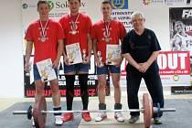 Úspěšná zlínská výprava - zleva stojí: Pavel Jančík, Albert Rýc, Dominik Šesták a trenér Jaroslav Janeba.