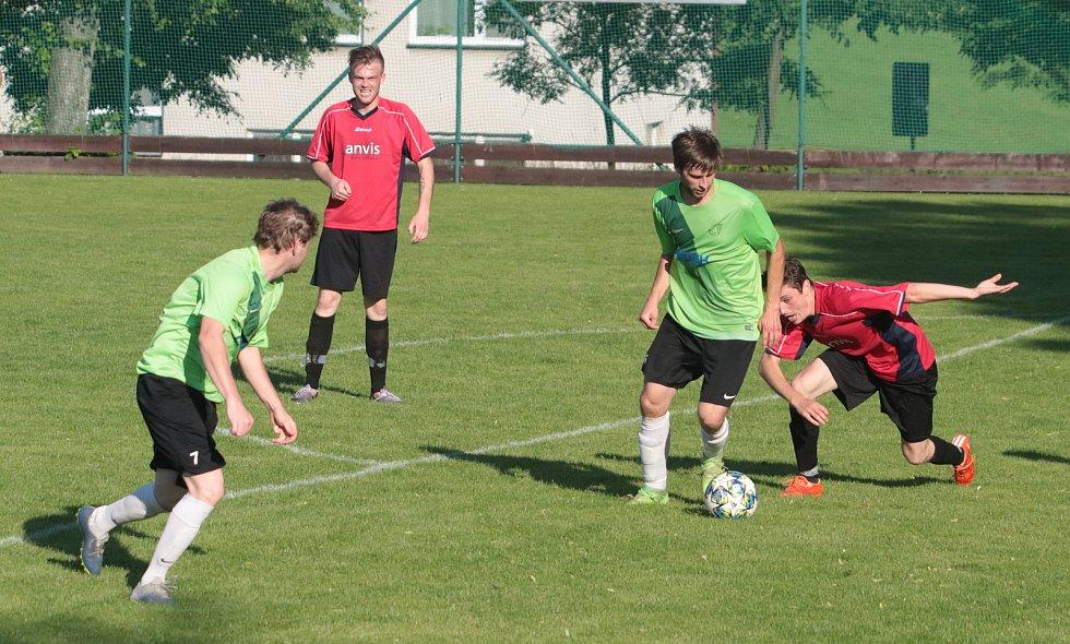 Fotbalisté Slopného (zelené dresy) si v Lize4 poradil s Drnovicemi, které díky hattricku Martina Váni zdolal 3:2. Foto: pro Deník/Jan Zahnaš