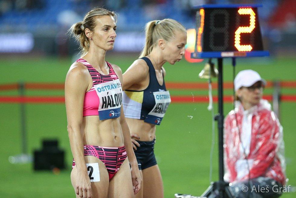 Manželé Hálovi jsou pedagogové mimo jiné se specializací na sport. Kateřina ještě stále patří mezi českou atletickou špičku v běžeckých disciplínách. Martin je kondiční trenér mimo jiné u atletů nebo superligových florbalistů Otrokovic. Foto: archiv Hálov