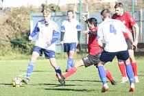 Fotbalisté Příluk (v červeném) ve 13. kole I. B třídy skupiny A doma podlehli Dolní Bečve 2:5.