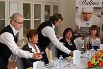 Manželka prezidenta republiky Ivana Zemanová na návštěvě Střední hotelové školy ve Zlíně.