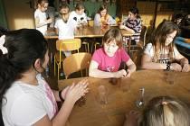 Na projektovém dni děti ochutnávaly kokosové chipsy či čokoládové smoothie