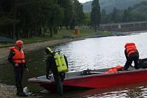 Policisté a hasiči hledají v okolí luhačovické přehrady jedenašedesátiletého muže z Velkých Karlovic na Vsetínsku.