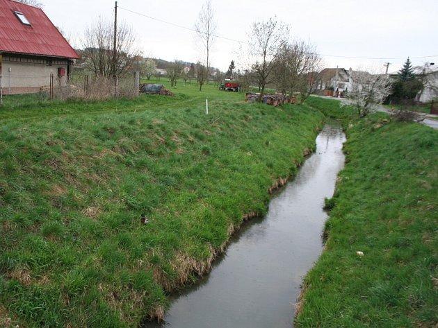Potok Svodnice v Sazovicích.