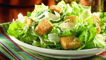 Takhle vypadá pravý salát Caesar.