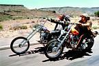 Film Bezstarostná jízda (1969) se stal kultem. Dennis (vpravo) vněm zazářil poboku Petera Fondy.