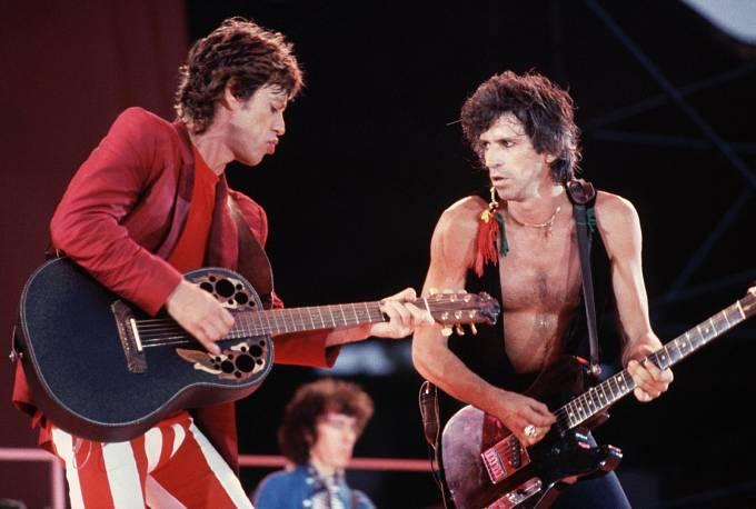 Mick s Keithem Richardsem v akci. Jejich vztah byl hodně neurovnaný, ale vzájemně se potřebovali.