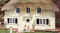 """""""Dětský domeček"""" královny Alžběty měl tekoucí studenou i teplou vodu, elektřinu a topení."""