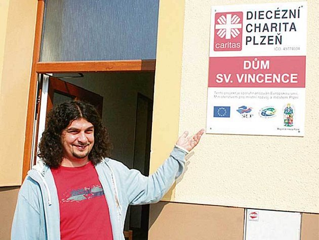 Správce Džemal Grban u prázdného Domu svatého Vincence v Plzni