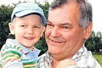 Čtyřletý vnuk Maxim je pro šedesátníka Vůjtka největším potěšením.