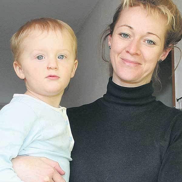 Statečná Jana Chramostová se svým synkem