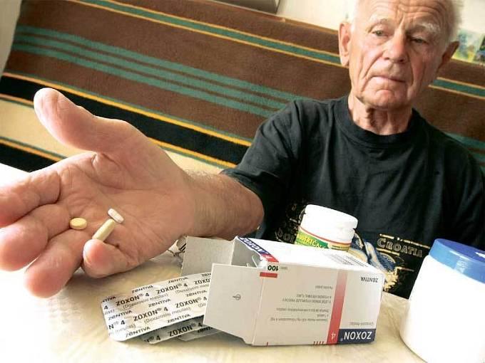 Nejohroženější skupinou jsou důchodci. Ti mají ve své lékárničce mnohdy i deset druhů léků.