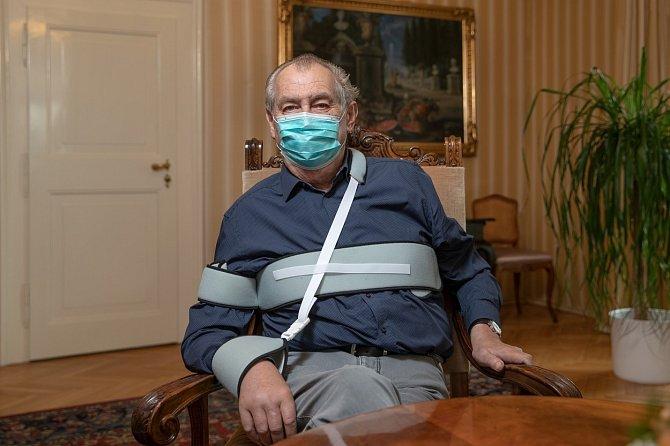 Přes zdravotní problémy a koronavirovou pandemii Miloš Zeman opět zamířil na oblíbenou chalupu do Nového Veselí.