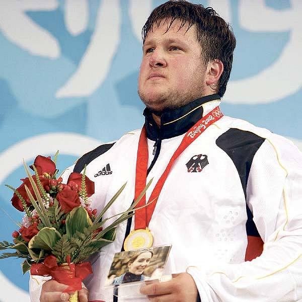 S fotkou a zlatou medailí při závěrečném ceremoniálu.