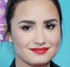 Demi Lovato to se světlostí pleti kapku přehnala