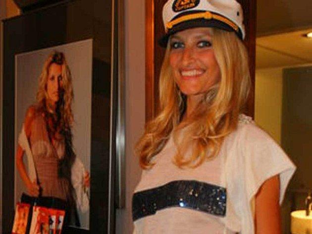 Tereza Maxová dražila svůj portrét, který nafotil Bryan Adams.