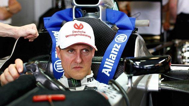 Michael Schumacher se nevzdával při závodech a nevzdává se ani nyní.
