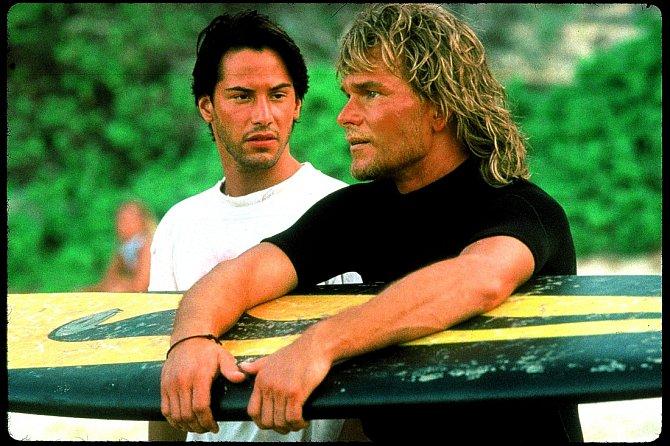 Thriller Bod zlomu (1991) milovaly iženy. Dvojice Patrick Swayze aKeanu Reeves byla těžký kalibr.
