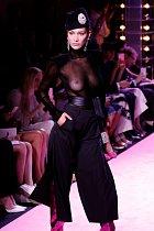 Bella Hadid vypadala v modelu Alexandra Vauthiera nádherně.