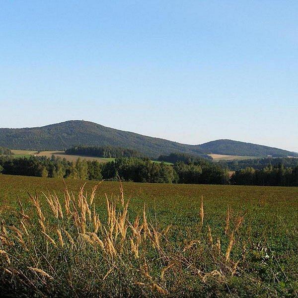 Pohled na bájné hory Velký a Malý Blaník.