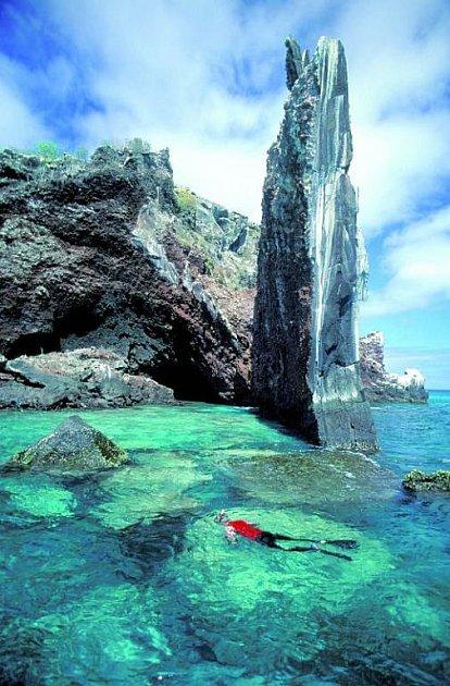 Zatímco východní pobřeží láká na pláže, západní je rájem potápěčů.