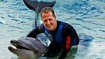 Michael Schumacher se po pádu na lyžích údajně nachází ve stavu bdělého kómatu a naděje na zlepšení jsou minimální.