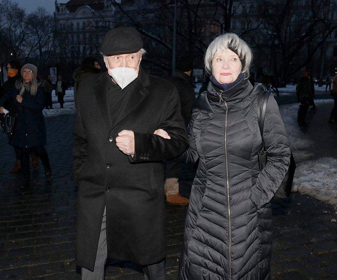 Petr Kostka a Carmen Meyerová dorazili na zádušní mši Hany Maciuchové.