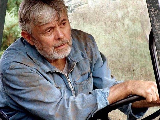 Josef Abrhám ztvárnil v novém seriálu ČT hlavní postavu, Josefa Hraběte.