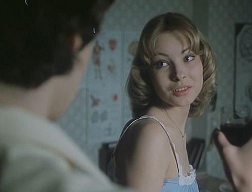Při milostných scénách se styděla.