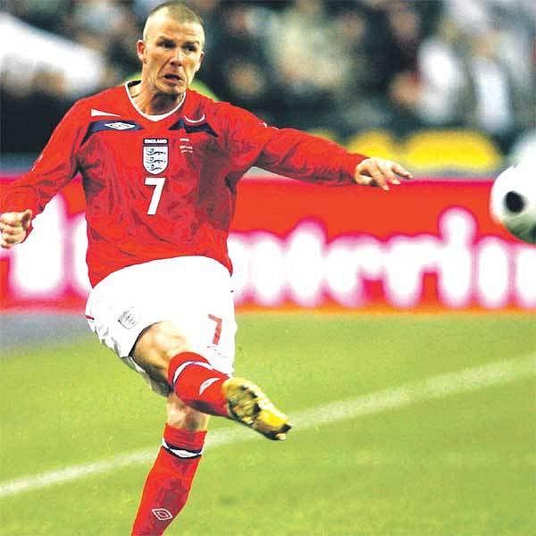 Beckham svou pověstnou kopací techniku nezapomněl, málem dal Francouzům gól.