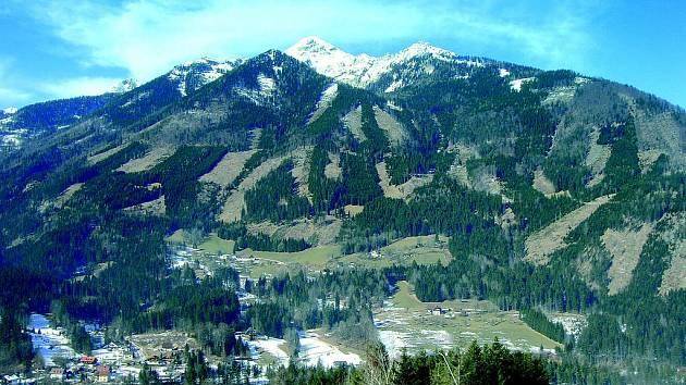 Při stoupání do nejvyššího místa areálu (2000 m n.m.) se naskytnou úchvatné pohledy.