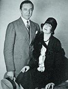Manželství sbohatou vdovou Beatrice Weeksovou vyvolalo skandál. Trvalo jen čtyři měsíce.