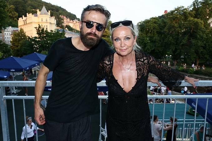 Bára Basiková s manželem Petrem Polákem