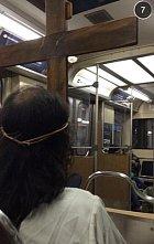 Když potkáte Ježíše v metru. Kudy se jde na Golgotu?