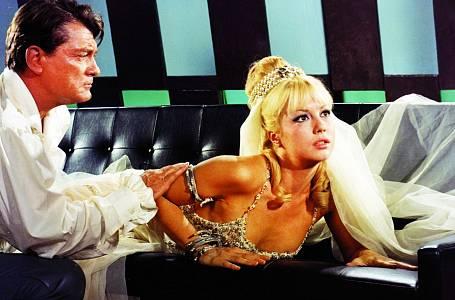 Vtrilogii oFantomasovi hrála přítelkyni Jeana Maraise.