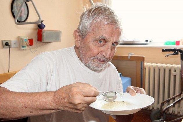 Jídlo vdomově pro seniory si Čejka pochvaluje.