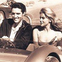 Elvis a Priscilla. Dnešní diváci znají tuto herečku ze série filmů Bláznivá střela.