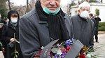 Václav Klaus nosí roušku zásadně pod nosem, nebo vůbec.