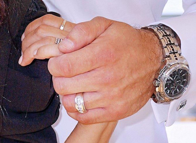 Bohužel žádný ze vztahů neměl dlouhé trvání a všechna dosavadní manželství skončila rozvodem. Poslední partner Lucie je opět o hodně mladší, ale zpěvačka je s ním velmi šťastná, dokonce se nedávno pochlubila zásnubním prstenem.