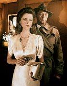 58 let: Ve filmu Sbohem buď, lásko má (1975) si zahrál detektiva Phila Marlowa. Na snímku s Charlotte Ramplingovou.