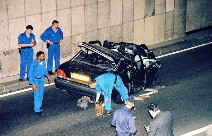 V nehodě měl podle mnohých prsty princ Charles.