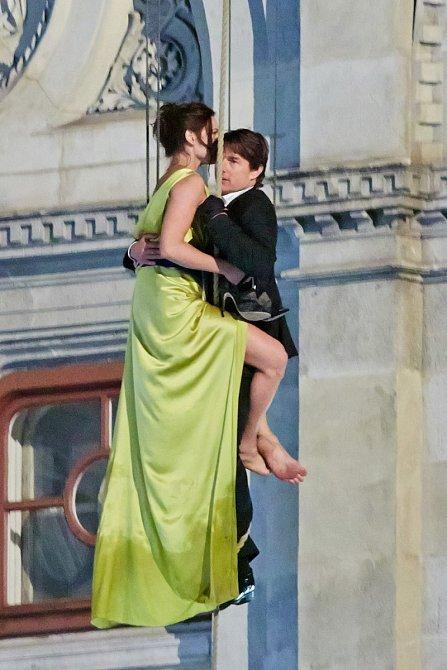 Cruise si natáčení Mission Impossible 5 vyloženě užívá.