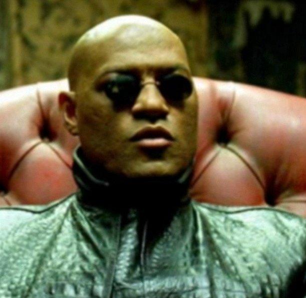 Morpheus je ten, který Nea vytáhne z Matrixu. Je to učitel a je ochotný pro něj riskovat i život. Na 100 % věří, že Neo je vyvolený a ani na vteřinu nepochybuje o jeh výjimečnosti.