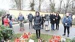 Gottovi fanoušci chodívají na jeho hrob uctívat jeho památku.