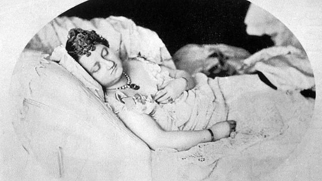 Mary většinu života strávila v podivném polospánku.