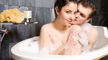 Pozor na milování ve vaně. Může jít o zuby!
