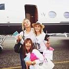 Maria Šarapovová (vlevo) a Chelsea Handlerová (vpravo) vyrážejí na dovolenou do Mexika.