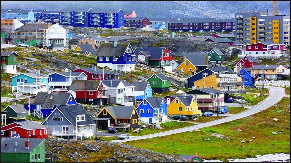 Grónské město Nuuk. Vezdejším muzeu jsou kvidění čtyři mumie.
