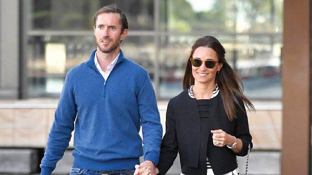 Pippa Middleton smanželem Jamesem Matthewsem.