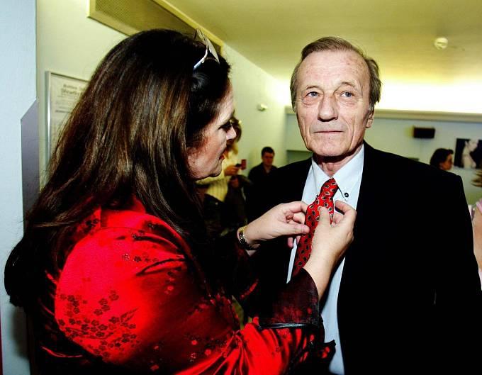 S manželkou Hanou Gregorovou byl od roku 1981.